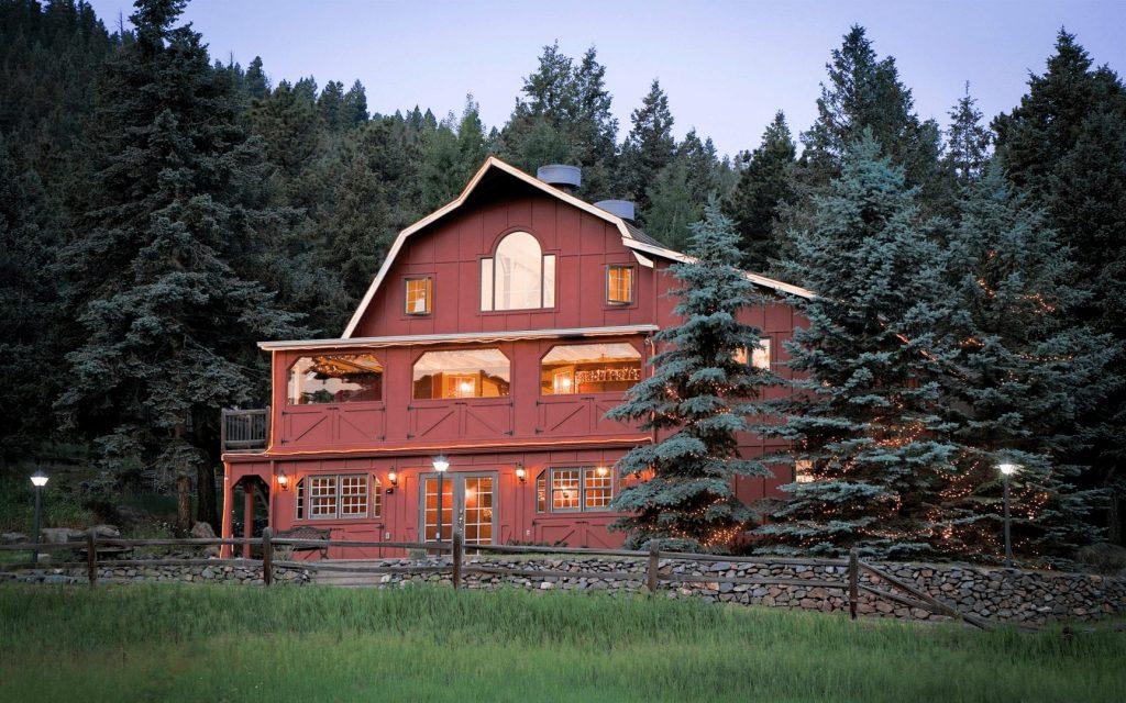the red barn micro wedding venue in Colorado