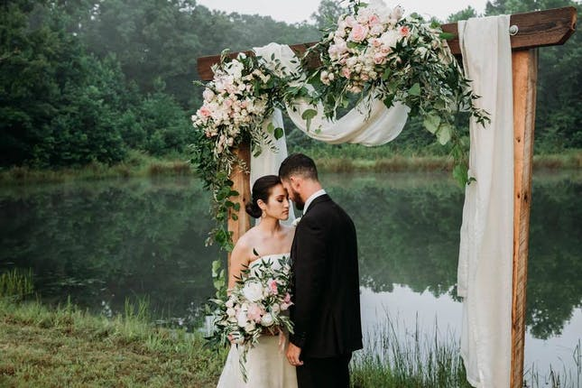 Whitestone Country Inn Knoxville Tennessee micro wedding venue and package