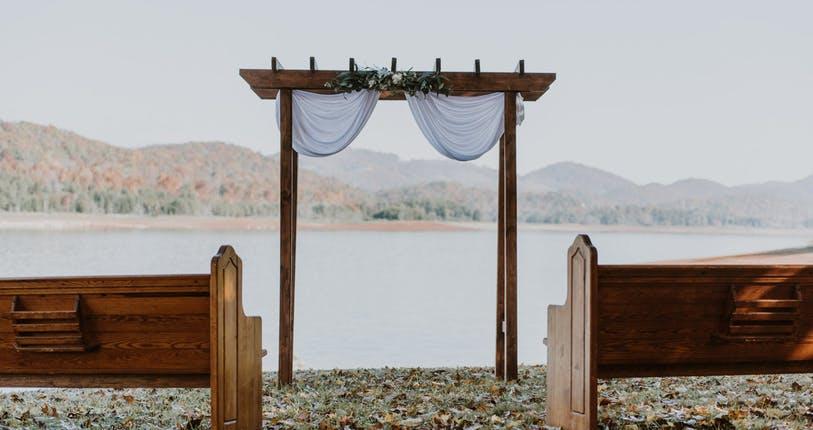The Cove On Cherokee Lake Tennessee micro wedding venue outside